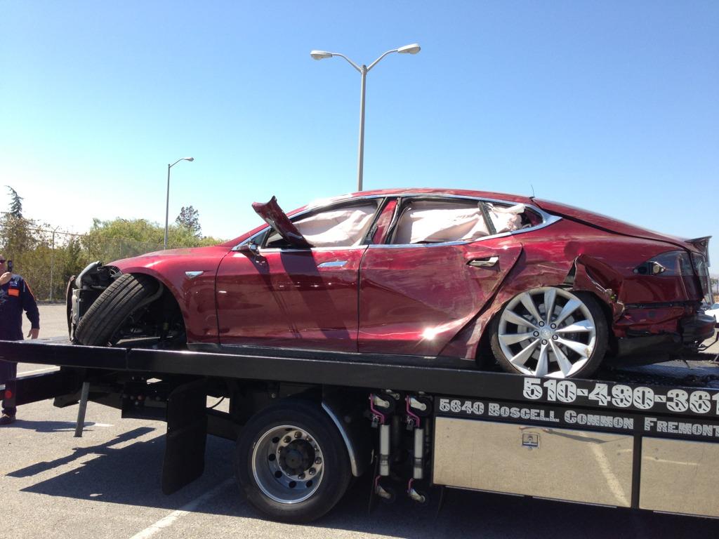 tesla-model-s-crash-destroyed-unit-shows-up-71273_1