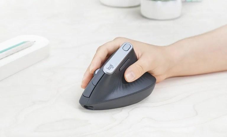 Usar un ratón vertical ergonómico