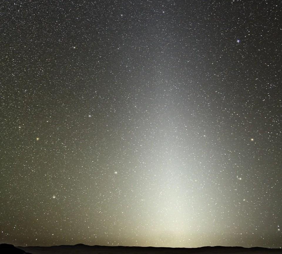 No se sabe a ciencia cierta si la luz zodiacal se produce por asteroides y cometas o por la acción de Marte