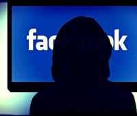 La persona mas jóven que recibe una recompensa de 10.000 dólares por parte de Facebook