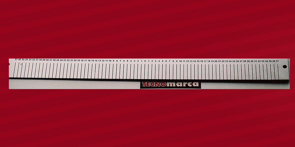 Grabado láser acero regla termoformado