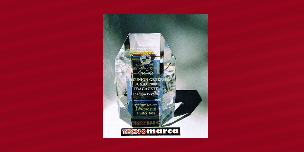 grabado láser trofeo cristal