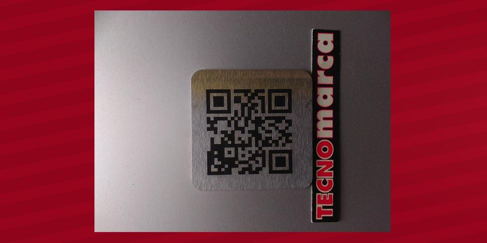Grabado láser código QR en acero