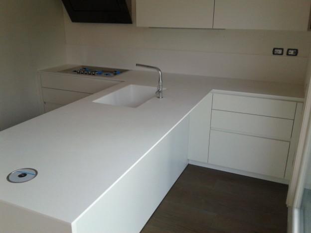 Cucina moderna in Corian Glacier White  Tecnomobili