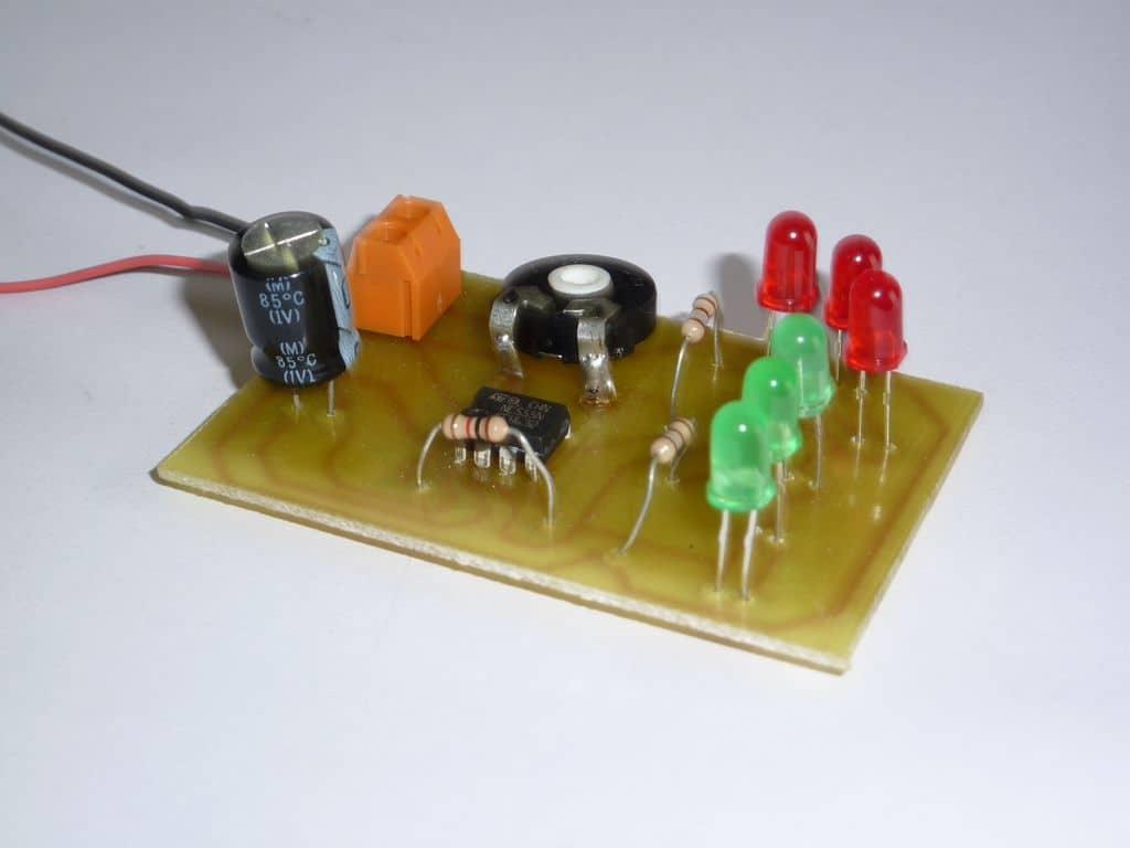 Circuito Ne555 : Ne circuito de base de tiempos frecuencia de pulso ajustable