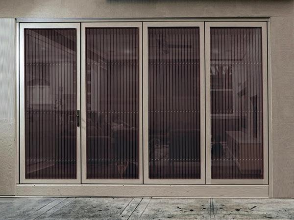 Zanzariere per finestre Varese  Costo montaggio vendita scorrevoli plissettate avvolgibili a molla
