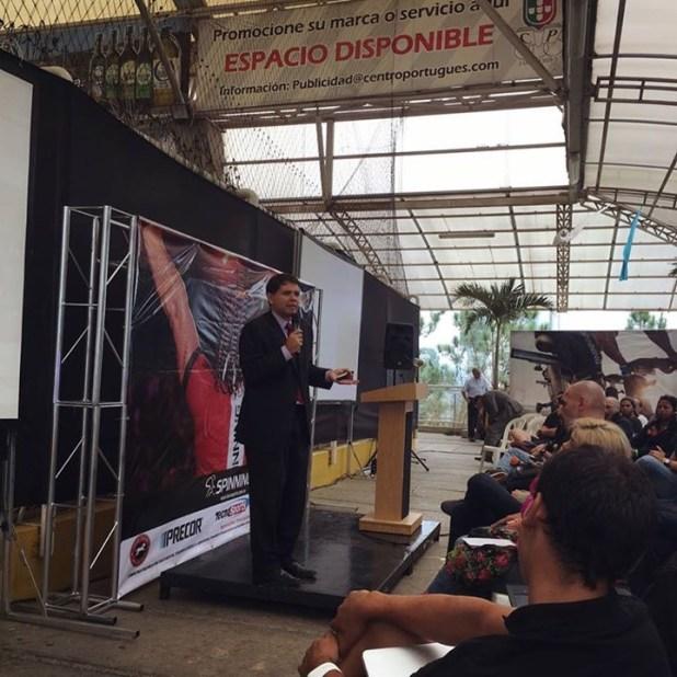 Prof. Oswaldo Sánchez Especialista en Marketing Deportivo.