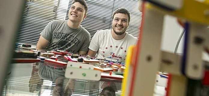 Startup startup facilita aprendizagem de eletrônica para jovens e crianças Startup facilita aprendizagem de Eletrônica para jovens e crianças eletronCO fundadores
