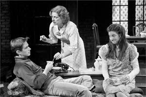 Joe Delafield as Tom; Sara Botsford as his mother, Amanda; and Erin Pineda as Laura, Amanda's daughter and Tom's older sister. DAVID BAZEMORE PHOTOS