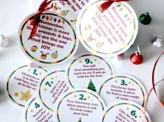 Christmas Scavenger Hunt Printable Game! It's the perfect holiday activity for kids at Christmas parties, play dates, school class parties, activity days, scouts, and more! www.TeepeeGirl.com