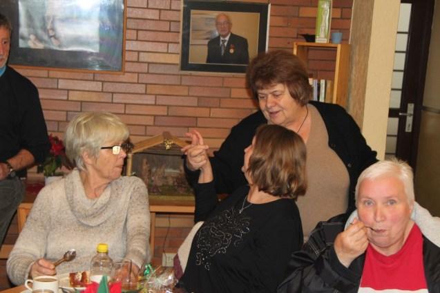adventkaffee-teestube-soltau-2016-16