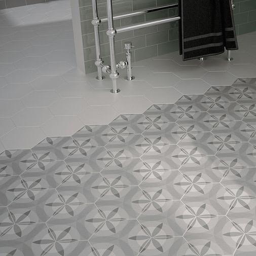 Hexagontegel bloem wit grijs zwart matte wand en