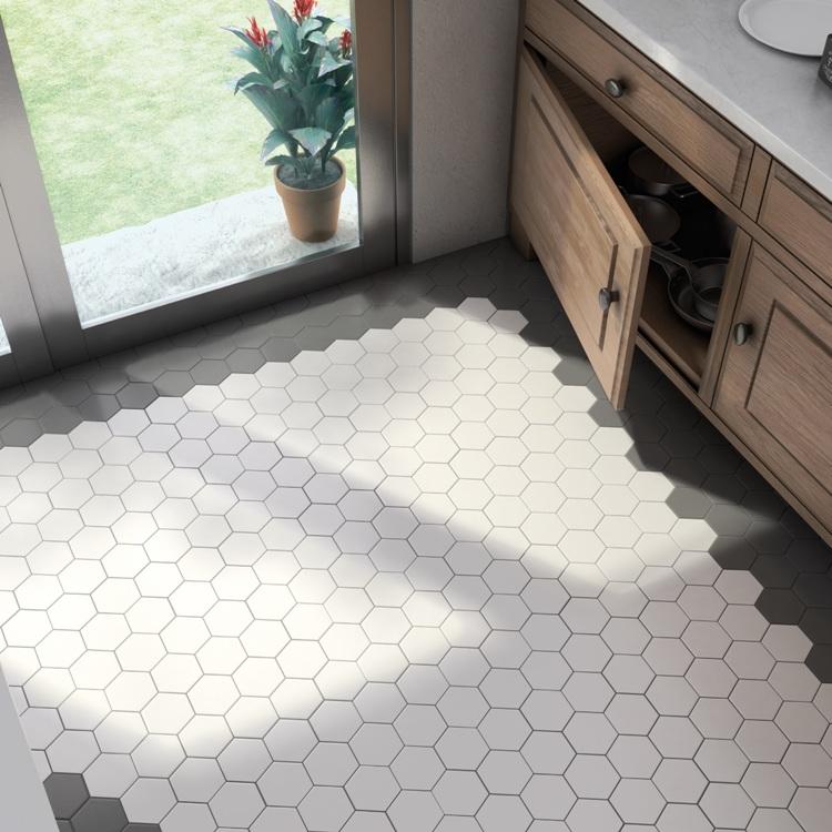 Hexagonaal Tanta mat witte lichtgrijze wand en vloertegel