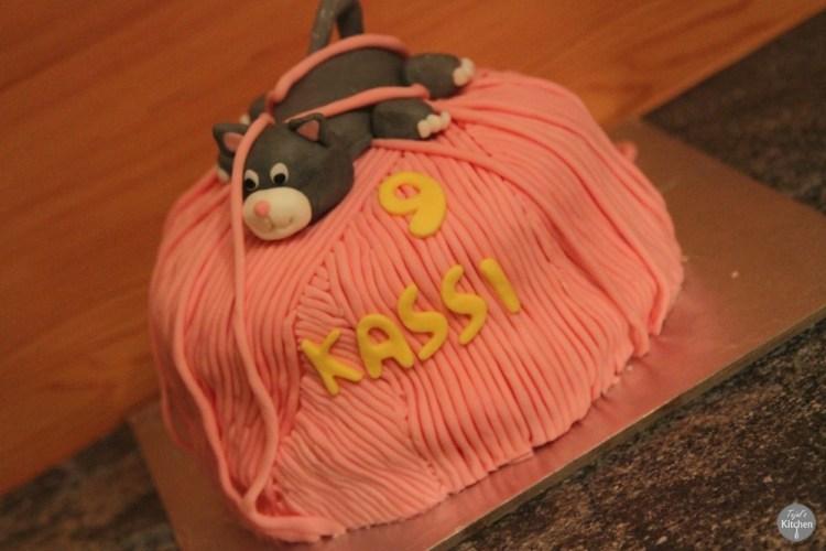 Eggless Vanilla Kitty Cake