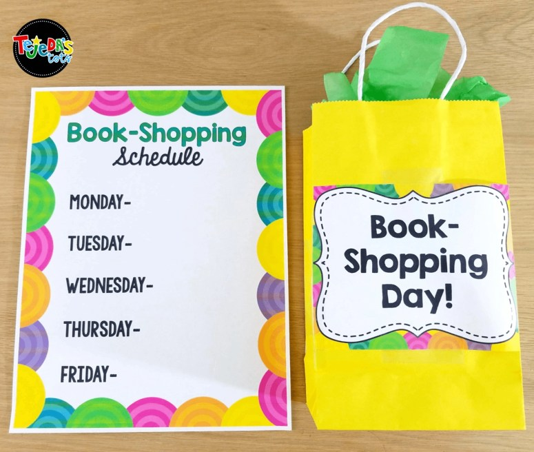 Students take turns shopping for books in our classroom library. I have a book-shopping schedule posted so kids know which day they get to shop. When they see the bag on their desk in the morning, they shop for books after unpacking. My students love to browse our classroom library and fill their independent book baggies for our reading time! #tejedastots #classroomlibrary