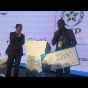 A very emotional video as Zenvus leader dedicates award to African farmers