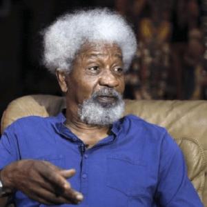 Nigerians React as Wole  Soyinka, Garba Shehu lock horns over Buhari's Lockdown Order