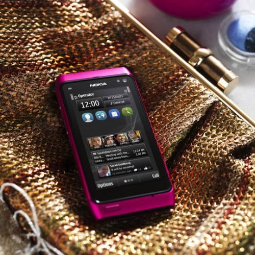 nokia n8 pembe 2 Nokia N8 şimdi de pembe renkle geliyor