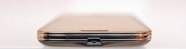 Samsung Galaxy S5 mini - abajo