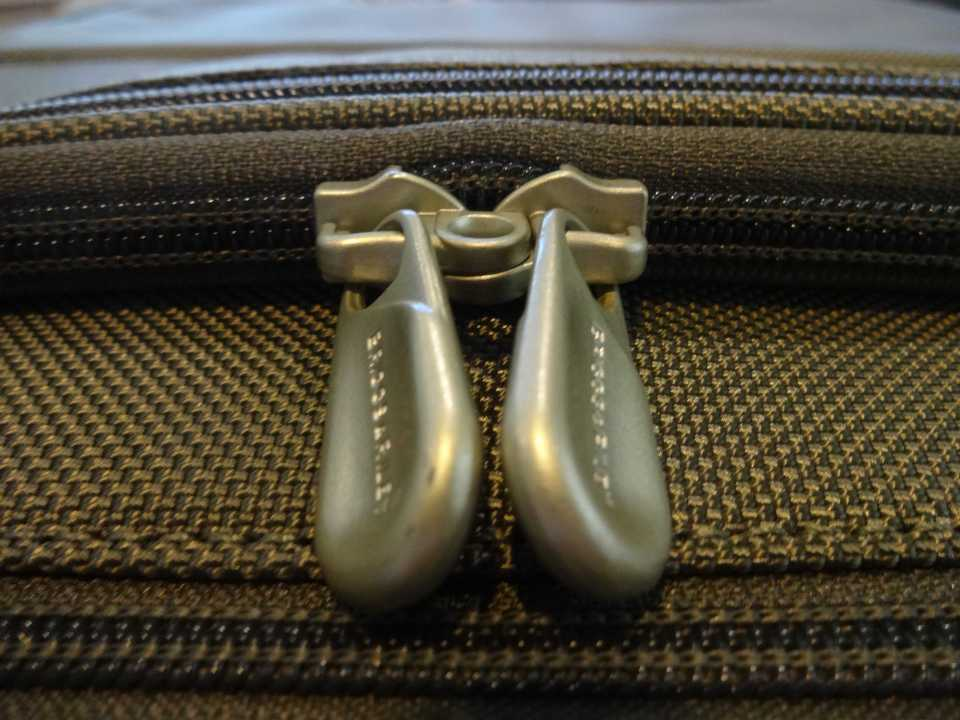 Briggs & Riley Baseline International Wide YKK Zippers