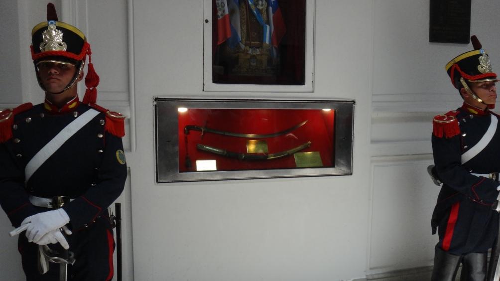 El mítico sable corvo del Libertador está en una sala exclusiva en el Museo Histórico Nacional.