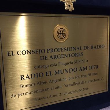 Resultado de imagen para plaqueta Susuni 2016 a Radio El Mundo por sus 80 años de trayectoria