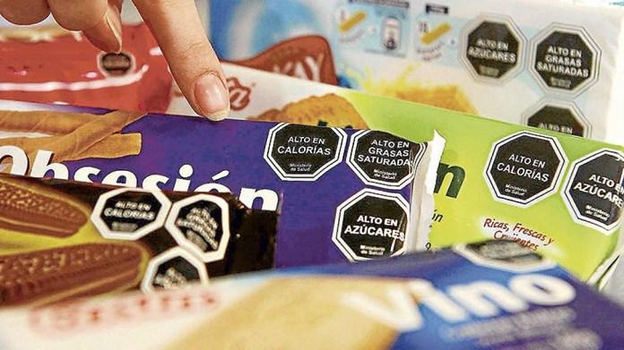 El proyecto obligaría a incluir en los envases de productos alimenticios un etiquetado frontal con octógonos negros.