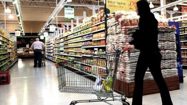 La lista incluye alimentos, bebidas e higiene personal. Tendrá precios congelados por 6 meses.