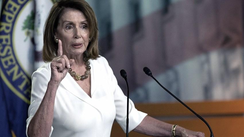 McCarthy bromeó con que podría golpear con un mazo a Nancy Pelosi.