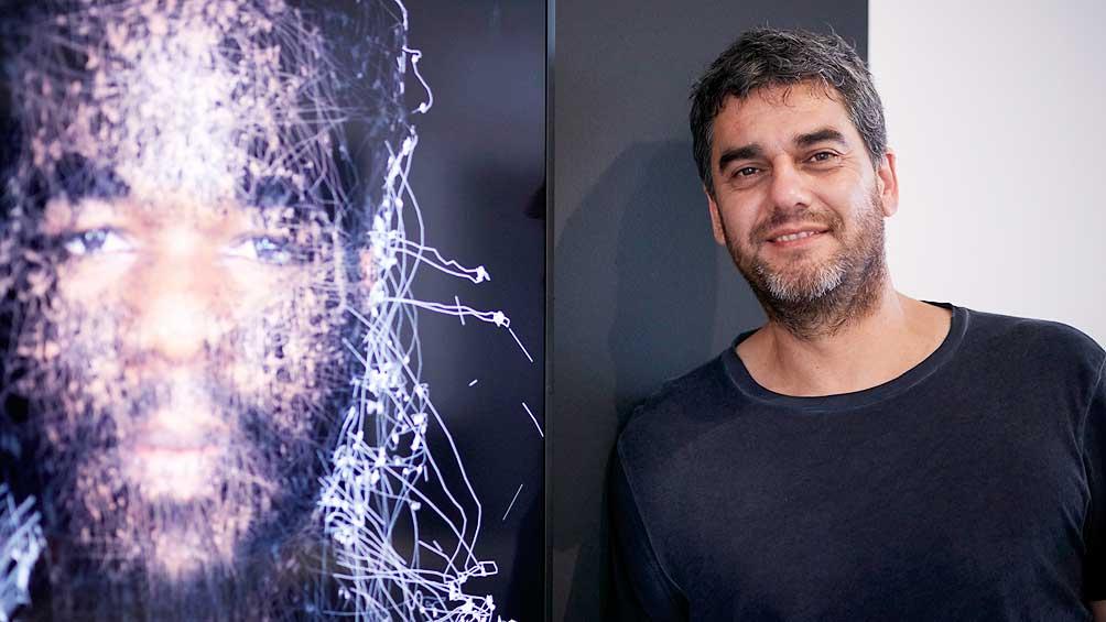 5c658c4d08240 - Un artista argentino llama la atención de los reyes de España