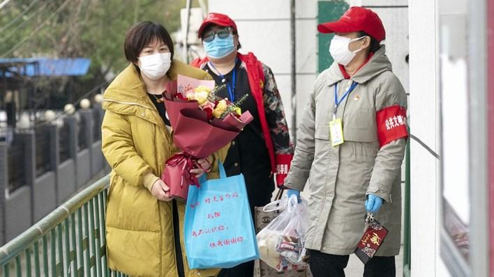 Zheng Yongheng (izquierda) es una de los 55.142 paciente curados en Wuhan.
