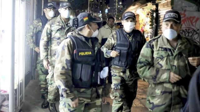 """Basteiro dijo que """"la embajada argentina había pedido el envío de gendarmes; pero a último momento se agrega un pedido extra con 70.000 cartuchos antimotines, 612 gases lacrimógenos y 110 aerosoles de gas pimienta""""."""
