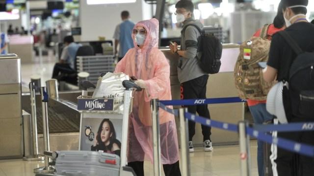 El Gobierno tailandés implementó esta semana restricciones a la circulación en numerosas provincias, incluyendo un toque de queda nocturno.