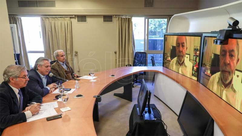 """Fernández aseguró que Lula """"tiene mi apoyo y mi compromiso para terminar con las arbitrariedades judiciales"""""""