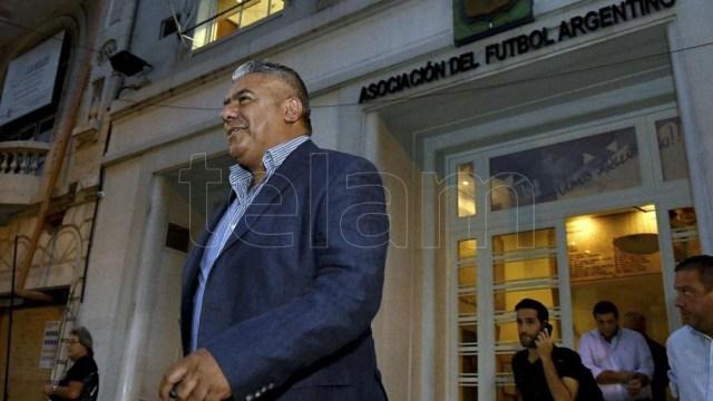 """El presidente de la Asociación del Fútbol Argentino (AFA), Claudio """"Chiqui"""" Tapia, enfrenta un nuevo pedido de impugnación de la Asamblea Extraordinaria."""
