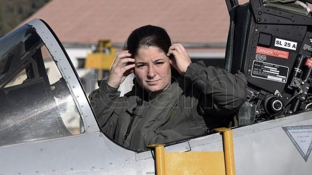 Sofía Vier, es la primera mujer piloto de combate de la Fuerza Aérea Argentina