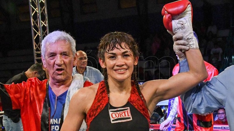 Marcela Acuña ostenta un récord de 49 victorias (20 ko), 7 derrotas y 2 empates.