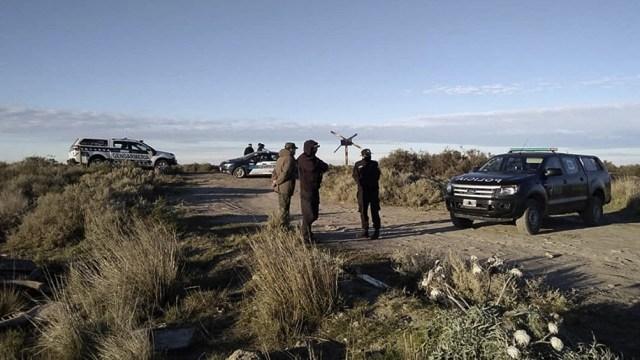 Fuentes de la investigación informaron a Télam que efectivos de la Policía Federal Argentina (PFA) acudieron al lugar y hallaron un maxilar y una extremidad.