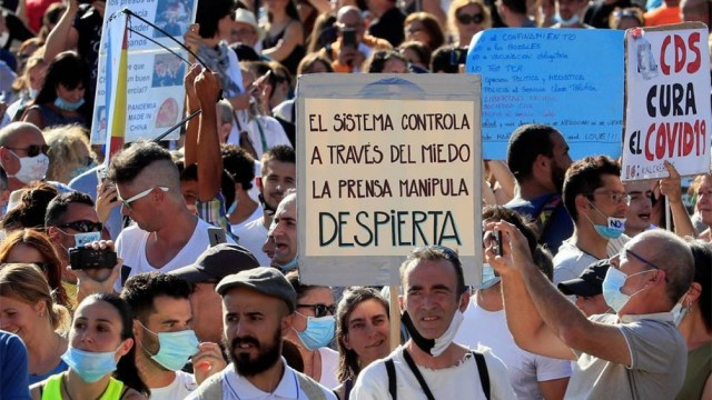 Ayer se concentraron 2.500 manifestantes, críticos con las medidas de protección frente a la pandemia.