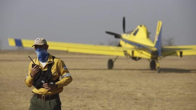 Aviones hidrantes se sumaron para combatir los incendios registrados en gran parte del país.