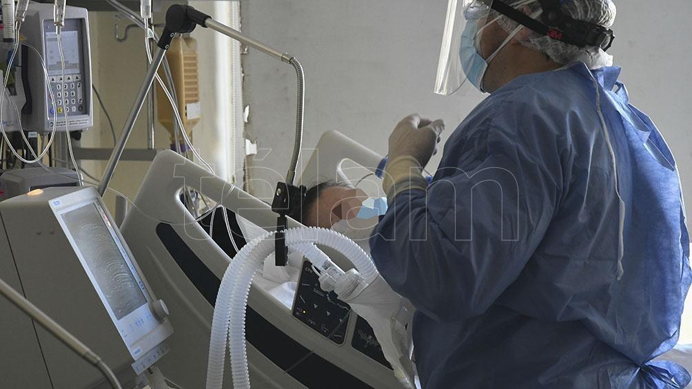 Tres enfermeros murieron por coronavirus en el hospital.