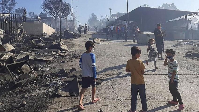 Incendio del mayor campamento griego