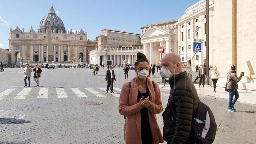 El Vaticano también decretó el uso de cubrebocas donde no puede haber distanciamiento.
