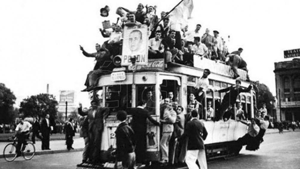 En las primeras horas de esa calurosa jornada de miércoles, los sindicatos, ante la presión de las bases, comienzan a movilizarse en Barracas, La Boca, Parque Patricios y en las barriadas del Oeste de la ciudad para exigir la liberación de Perón.