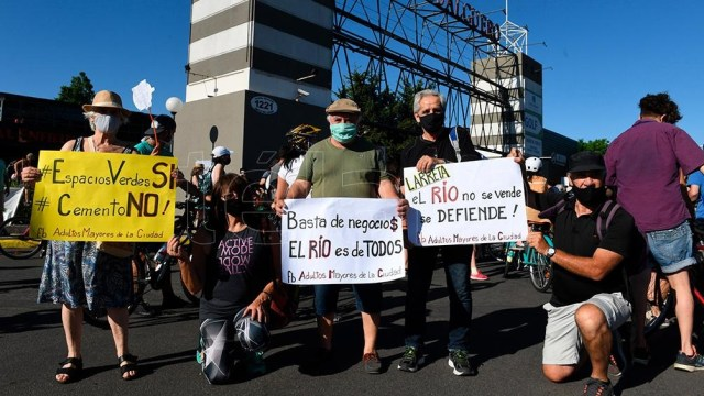 Una de las manifestaciones de vecinos e instituciones porteñas contra el megaproyecto inmobiliario de Costa Salguero.