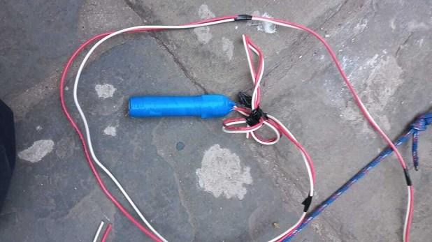 Tras entregarse se constató que el hombre no llevaba ningún explosivo en la mochila, sino solo cables.