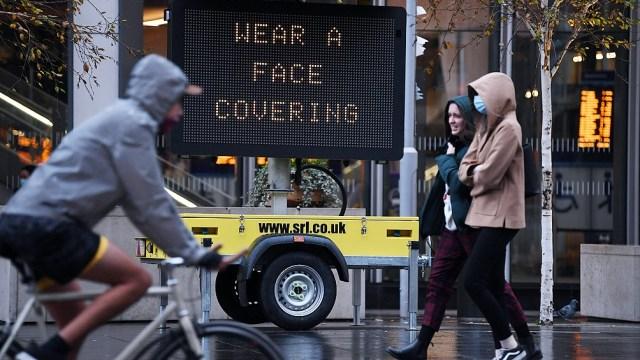 El Reino Unido registró el domingo su número más bajo de nuevos casos positivos desde septiembre