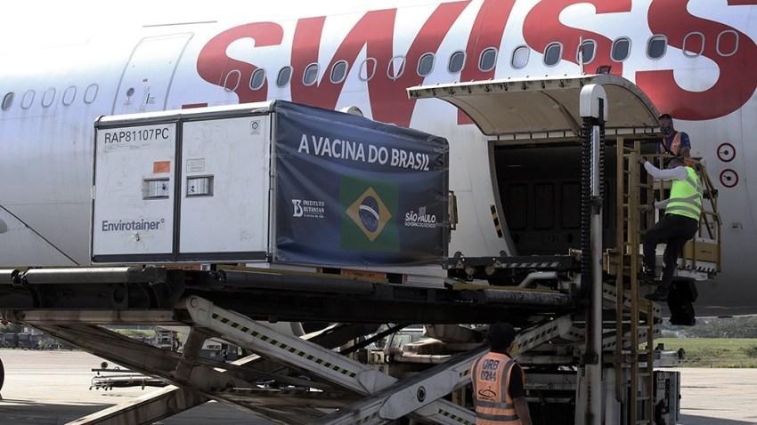 En Brasilia, un grupo de diputados nacionales creó un frente que prioriza a los docentes en la campaña de inmunización.