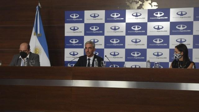 """Meoni remarcó la decisión de Fernández de """"seguir cuidando la vida de los argentinos"""" y que este es """"el primero de muchos vuelos que van a seguir trayendo vacunas para seguir protegiendo la vida"""""""