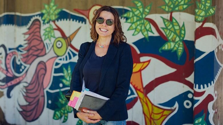 La auora es historiadora y novelista y da clases en la Universidad del Salvador.